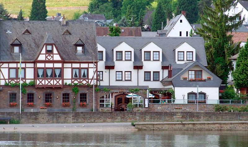 Blick auf das Hotel Gülser Weinstube …
